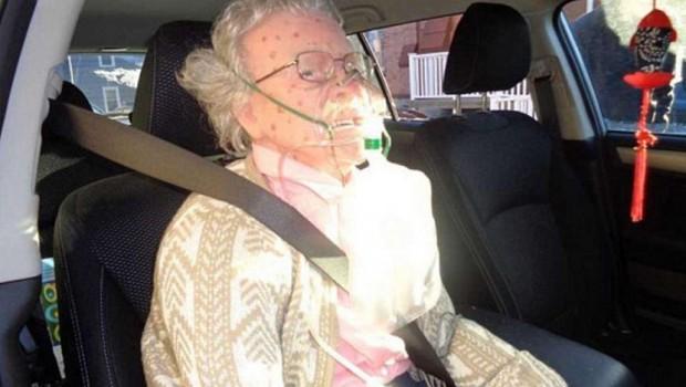 Policija je zbog bake razbila prozor, ali ono što su zatekli u automobilu ih je potpuno šokiralo (VIDEO)