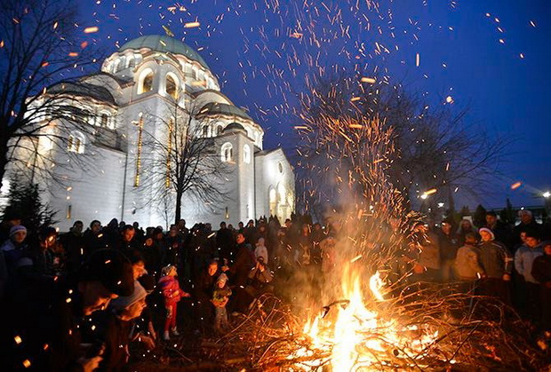 bozic-badnjak-crkva-vatra