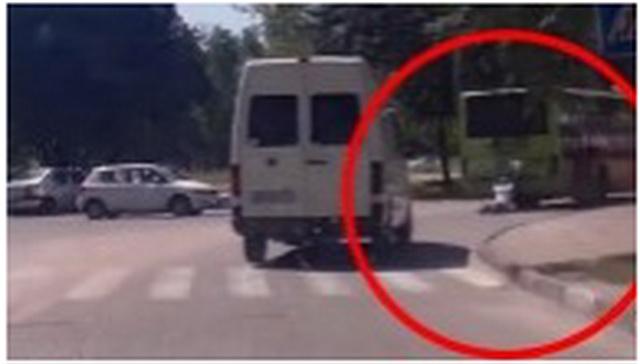 OVAJ ČOVEK JE TERMINATOR, ALI BUKVALNO: Pregazili ga kombi i autobus, a onda se desilo OVO (VIDEO)