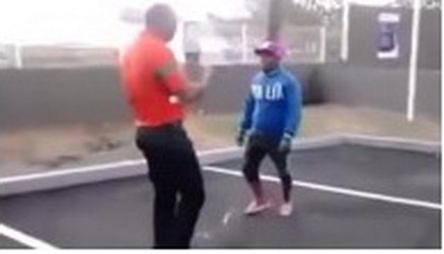 DŽABA TI VISINA SILEDŽIJO: Grmalj je napao omalenog lika, ali je patosiran brutalnim nokautom! (VIDEO)