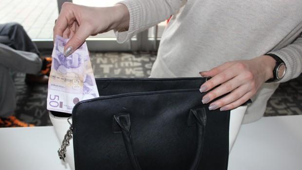 Zaboravite sistem 3 koverte: Kragujevčanka otkrila kako pomoću 100 dinara uštedi pare za letovanje!