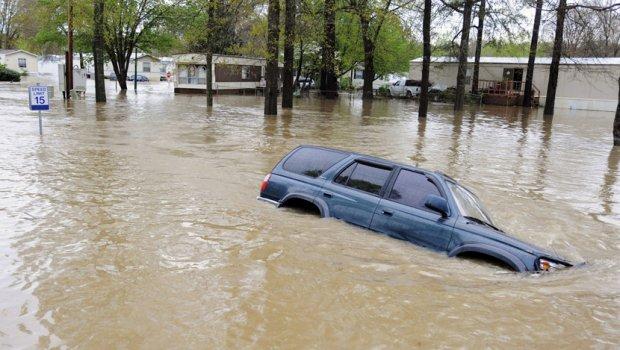 SPASIĆE VAM ŽIVOT: Ovo uradite kad vam kola upadnu u vodu i ostaćete živi (VIDEO)