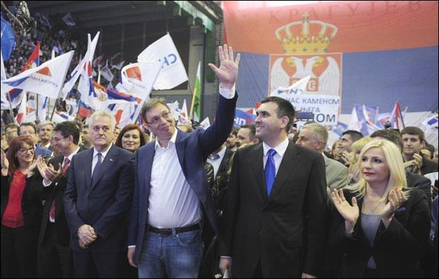 NOVI POTRES U VLADAJUĆOJ STRANCI! Nikolić odbio mesto počasnog predsednika SNS i mesto vicepremijera za sina..