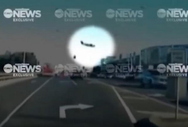 ZASTRAŠUJUĆ VIDEO: Ovo je trenutak rušenja aviona na tržni centar u Melburnu!