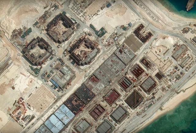 GRADNJA KINESKOG VOJNOG ČUDA PRI KRAJU: Baza u Južnom kineskom moru imaće 20 specijalnih tvrđava! SAD se protive, ali ne mogu ništa! (VIDEO)