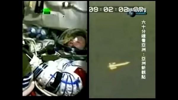 Astronaut čuo misteriozni zvuk iznad svog svemirskog broda, neko je lupao jako, on sumnja samo na jedno!