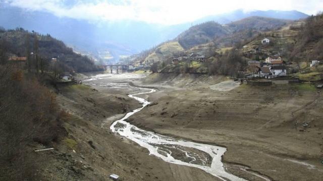 APOKALIPSA U BIH: Nestalo Jablaničko jezero, iz zemlje vire grobovi! (VIDEO)