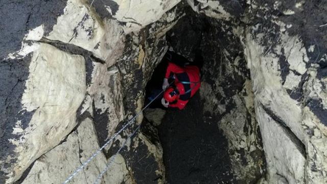 Otvorila se misteriozna jama duboka 10 metara: Mole ljude da decu ne puštaju u blizini nje! (FOTO)