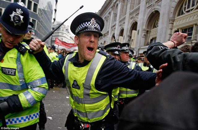 britanija- policija- englezi