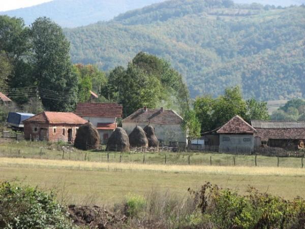 NIKAD JEFTINIJE! KUĆA SA PLACEM ZA 3.500 EVRA: Evo gde u Srbiji možete da se udomite za siću…