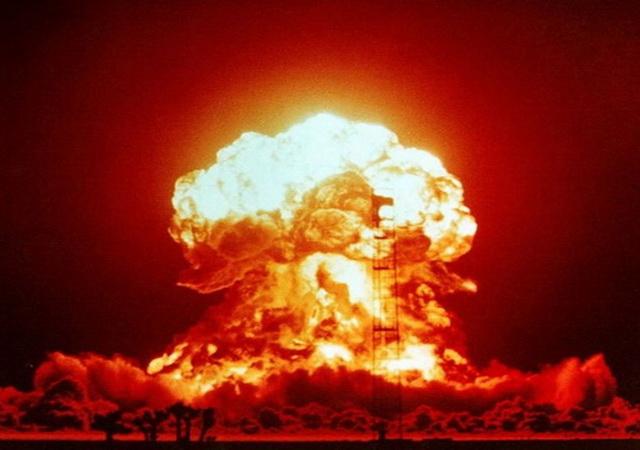 """Pogledajte snimak RAZORNE MOĆI američke """"majke svih bombi"""" koja je bačena na Avganistan! (VIDEO)"""