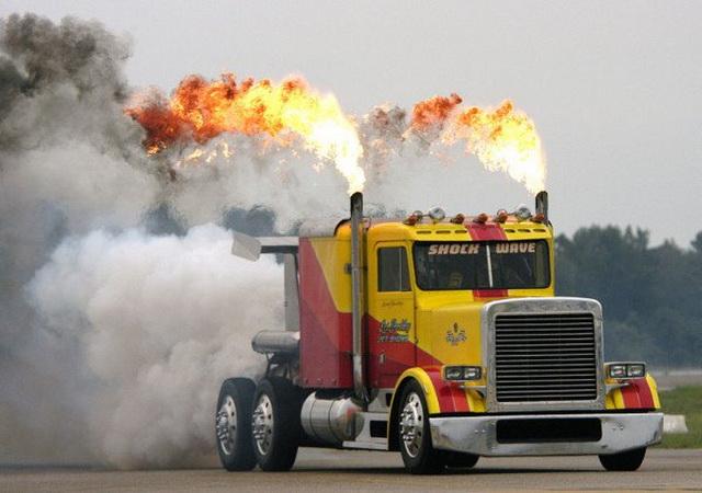 MONSTRUM: Najbrži kamion na svetu koji razvija brzinu veću od 600km/h (VIDEO)