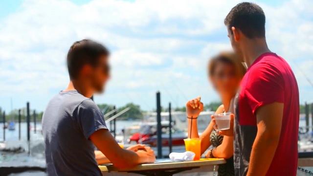 LJUDI, PAZITE SE: Pogledajte koliko je LAKO da vam neko ubaci DROGU u piće! (VIDEO)