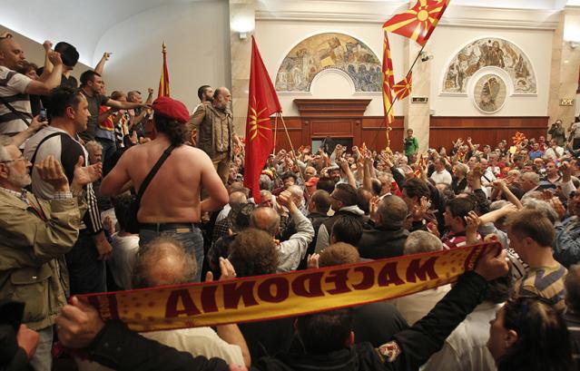 makedonija- sobranje- parlament- neredi
