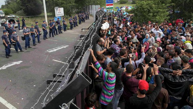migranti-azilanti-izbeglice-ograda-zid