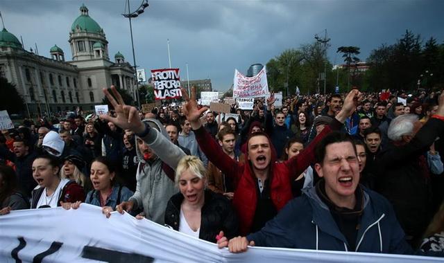 ŠOKANTNA OTKRIĆE SRPSKOG NOVINARA: Proteste je organizovao lično Vučić zbog izbora, ali mu se sve otrglo kontroli, zato sada … (VIDEO)