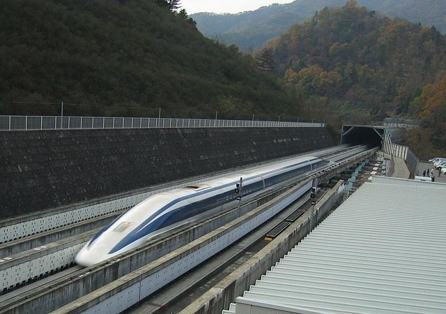 OBORIO SOPSTVENI REKORD: Pogledajte najbrži japanski voz koji ide preko 600 kilometra na čas! (VIDEO)