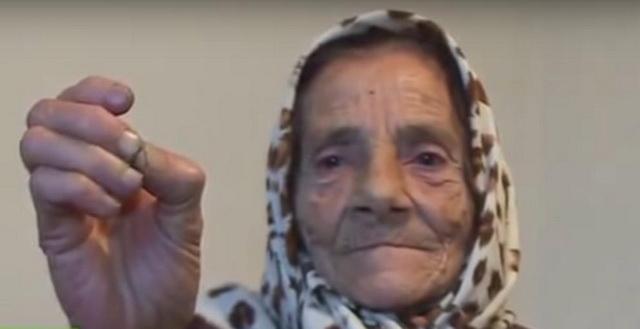 DA NE POVERUJEŠ: Baka iz Bosne SVETSKI HIT, oči leči – JEZIKOM! Decenijama pomaže bolesnicima (VIDEO)