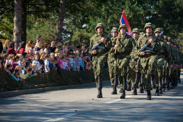ODAZOVI SE ILI TE ČEKA ZATVOR! Vojni pozivi stigli širom Beograda, građani U PANICI!