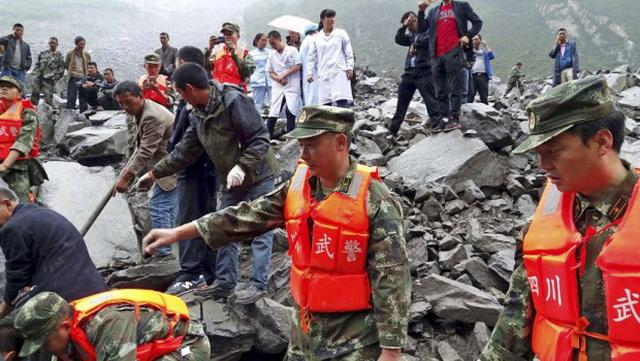 HOROR U KINI: Klizište uništilo 46 kuća, više od 120 osoba zatrpano ispod ruševina, ima poginulih (VIDEO)