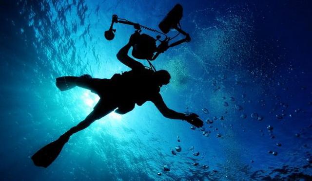 Uživali su u okeanu, a onda je iz dubine iskočila NAJGORA NOĆNA MORA (VIDEO)