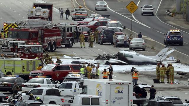 Jezivi trenutak kada je avion pao na auto-put u Kaliforniji i eksplodirao (VIDEO)