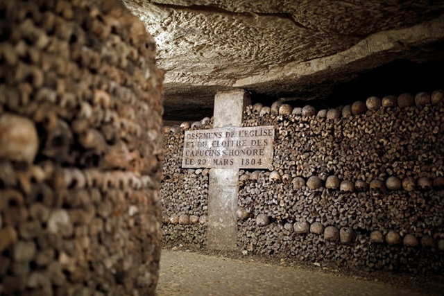 katakombe- lobanje- grobovi