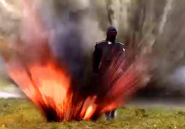 NEUSTRAŠIVA RUSKINJA prošla kroz minsko polje, kad je skinula masku, svi su ZANEMELI (VIDEO)