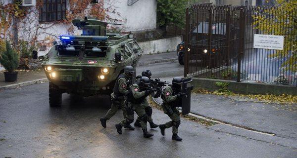 OD SADA ĆE URNISATI SVAKU PRETNJU: Ovo je nova srpska uniforma i nikad jača oklopna vozila! (VIDEO)